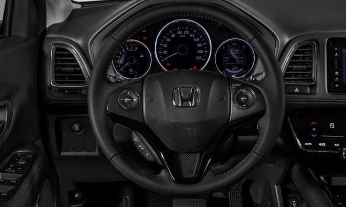 O painel traz instrumentos analógicos e quadro digital com computador de bordo. O volante é multifuncional(foto: Honda/Divulgação)