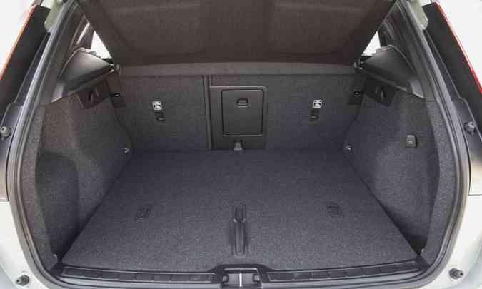 Porta-malas tem volume de 414 litros e sistema de abertura e fechamento elétrico com a função hands-free(foto: Fábio Aro/Volvo/Divulgação)