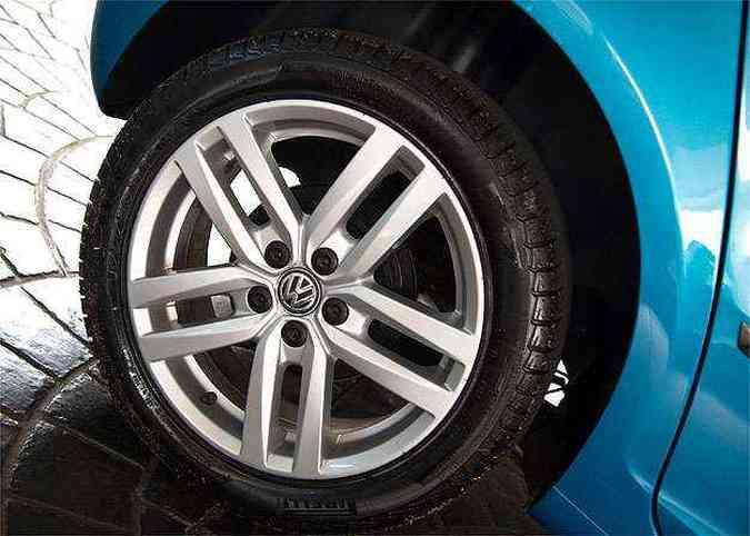 Belas rodas liga leve de Tango 16 polegadas (Opcionais por R$1.484)(foto: Thiago Ventura/EM/D.A Press)