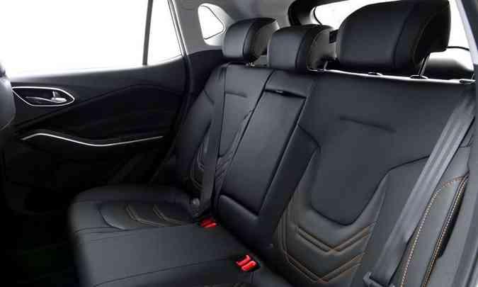 O SUV da marca chinesa oferece conforto para cinco pessoas, com bom espaço no banco traseiro(foto: JAC/Divulgação)