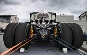 Modelo que vai de 0 a 100 km/h em 5 segundos tem motor e tubulação de espace à mostra. Foto: Svempas / Divulgação