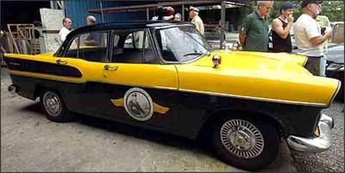 Simca Chambord 1959 foi restaurado por Carlos e é usado por ele em diversos eventos