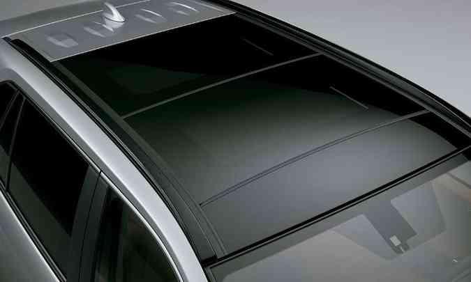 A versão SX Hybrid acrescenta ainda teto solar tipo Wide Moonroof(foto: Toyota/Divulgação)
