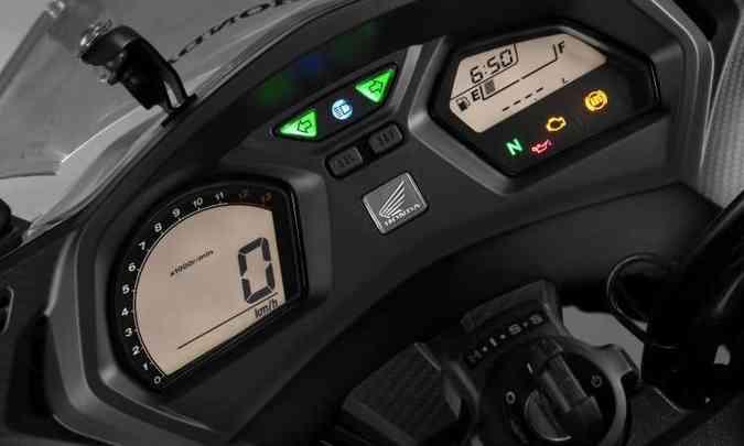O painel todo digital é comum aos dois modelos, não foi alterado, e conta com computador de bordo(foto: Caio Mattos/Honda/Divulgação)