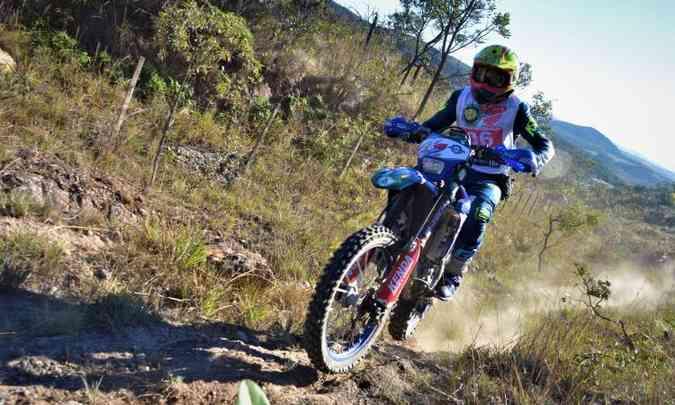 Jomar Grecco mostrou as habilidades com sua Yamaha WR 450 e faturou o primeiro lugar na categoria Máster(foto: Léo Corrosivo/TCMG/Divulgação)