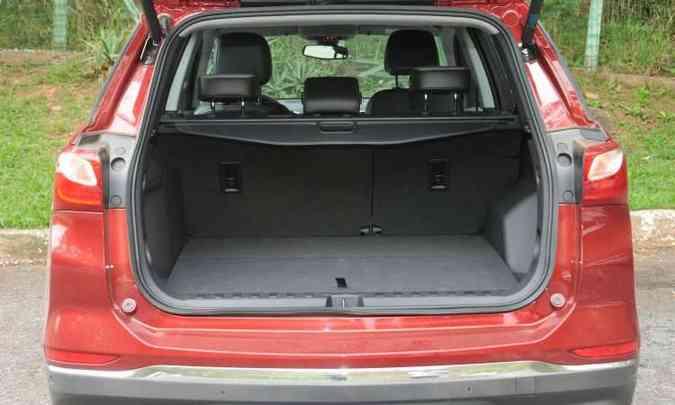 Compartimento de carga tem bom espaço, mas não é referência na categoria(foto: Jair Amaral/EM/D.A Press)