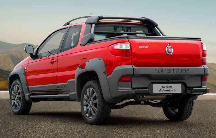 A versão topo tem de diferencial rodas 16%u201D, sensor de estacionamento e retrovisores externos elétricos - Fiat / Divulgação