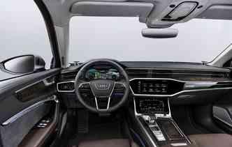 A6 conta com controle em idioma que processa perguntas e comandos de duas maneiras, com dados armazenados a bordo e em conjunto com o MMI navigation plus. Foto: Audi / Divulgação