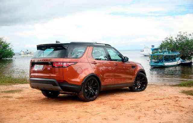 De série, o novo Discovery conta com tração 4x4 integral, suspensão automatica e o maior porta-malas da categoria (até 926kg)  - Land Rover/Divulgação