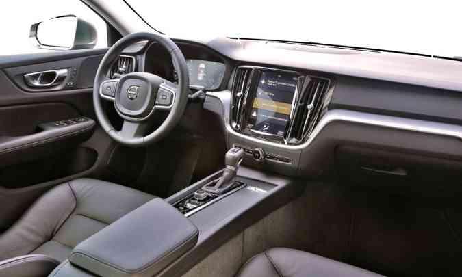 O acabamento interno é sofisticado e o sistema Sensus Connect garante informações e entretenimento(foto: Volvo/Divulgação)
