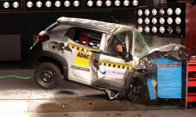 O primeiro Kwid jogado contra a parede na Índia não tinha airbags e a estrutura demonstrou fragilidade absurda(foto: Global NCAP/Divulgação)