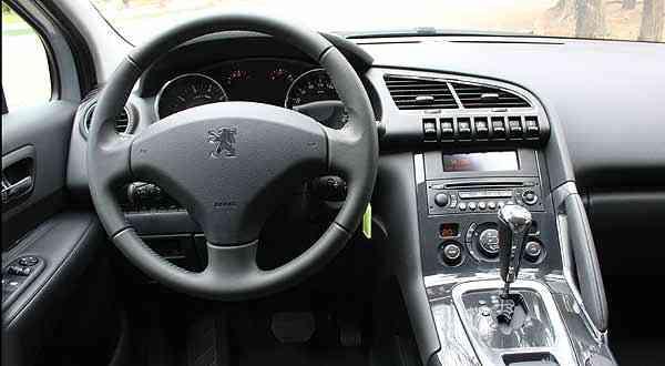 Console mais largo rouba espaço e coloca motorista numa espécie de cockpit - Marlos Ney Vidal/EM/D.A Press