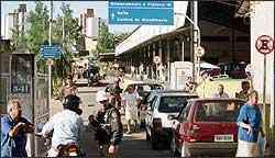 Motorista que não transfere veículo comete infração e pode causar dor de cabeça e quem vendeu o carro - Maria Tereza Correia/EM - 26/7/04