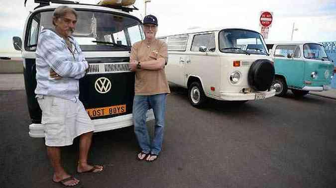Mark Mitchler e Doug Ball mantém suas Kombis e hábitos hippies(foto: Fotos: AFP)