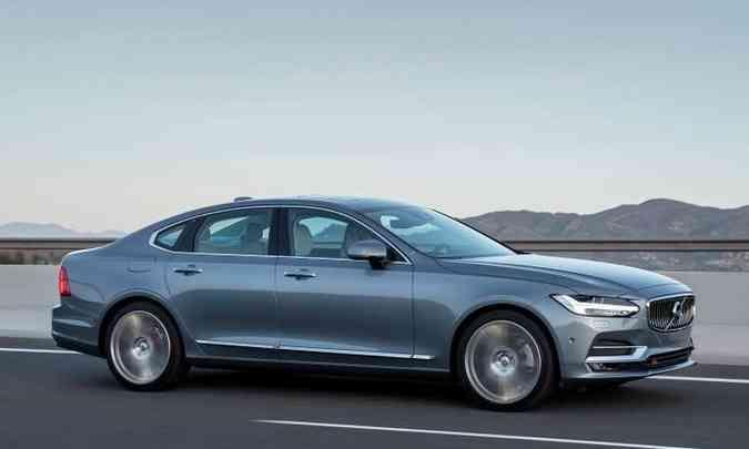O sedã tem dimensões avantajadas e rodas de liga leve de 20 polegadas(foto: Volvo/Divulgação)