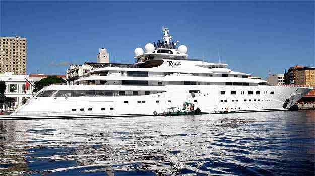 Dimensões exageradas forçaram o barco a ancorar no porto do Rio de Janeiro, pois ele não caberia na Marina da Glória -  Marcello Sá Barretto/ AgNews