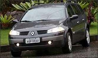 Frente é a mesma do Mégane sedã, com faróis de linhas retas e discreta grade com logotipo da marca