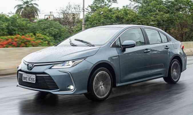 Toyota Corolla, em suas diferentes versões, continua líder absoluto entre os sedãs médios(foto: Jorge Lopes/EM/D.A Press)