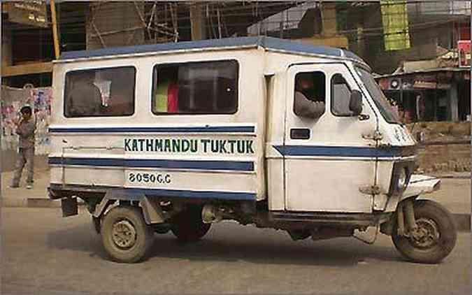 Em Katmandu, no Nepal, o modelo também é popular e aparece até com carroceria fechada