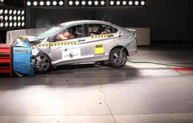 Sedã compacto da Honda alcançou 5 estrelas para adultos e 4 para crianças(foto: Latin NCAP/Divulgação)