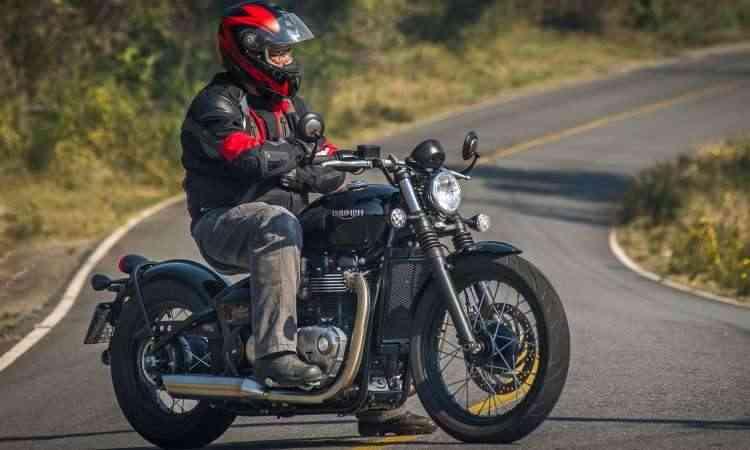 O estilo da Bobber lembra as motos militares do pós-guerra, que eram depenadas a ajustadas - Gustavo Epifânio/Triumph/Divulgação