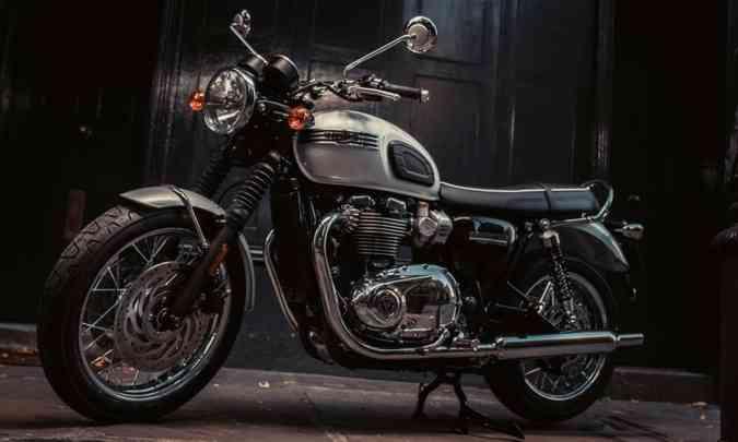 TRIUMPH T 120 DIAMOND Para comemorar os 60 anos da linha Bonneville, a inglesa Triumph desenvolveu a T 120 em edição limitada. O motor de dois cilindros em linha desenvolve 80cv.(foto: Triumph/Divulgação)