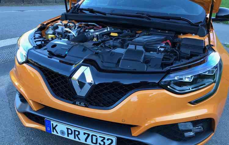 Motor 1.8 TCe faz de 0 a 100 km/h em 5,8 e conta com 280 cavalos. FOTO: Jorge Moraes / DP  - Motor 1.8 TCe faz de 0 a 100 km/h em 5,8 e conta com 280 cavalos. FOTO: Jorge Moraes / DP