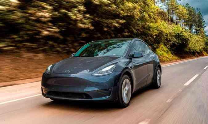 Com linhas aerodinâmicas, o Tesla Model Y tem desempenho empolgante, com acelerações rápidas(foto: Jorge Lopes/EM/D.A Press)