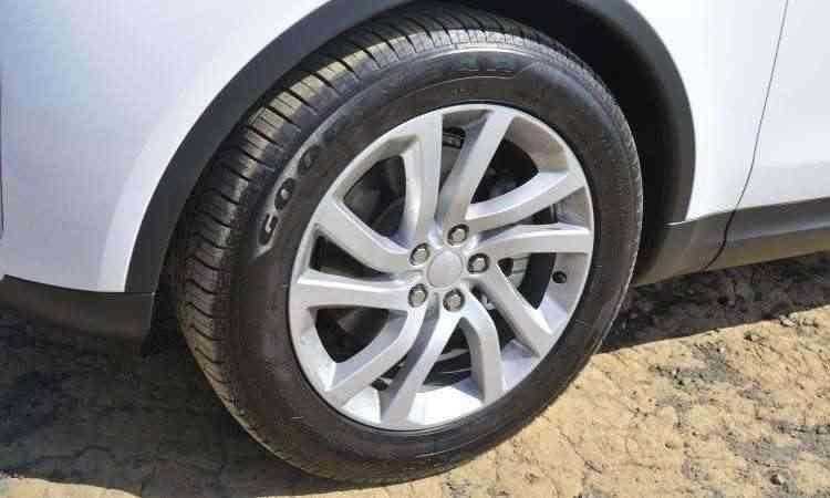 Rodas calçam pneus de 20 polegadas - Juarez Rodrigues/EM/D.A Press