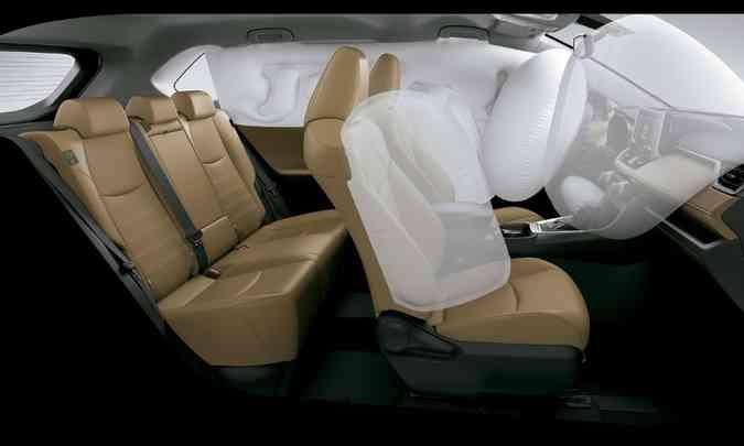 Modelo tem acabamento de boa qualidade e seis airbags de série nas duas versões(foto: Toyota/Divulgação)