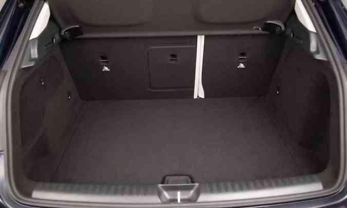 Com 421 litros de capacidade, porta-malas acomoda bem a bagagem da família(foto: Malagrine Estúdio/Mercedes-Benz/Divulgação)