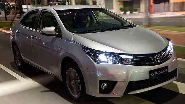 Versão Top de Linha tem farol xênon e luzes de LED - Toyota/Divulgação