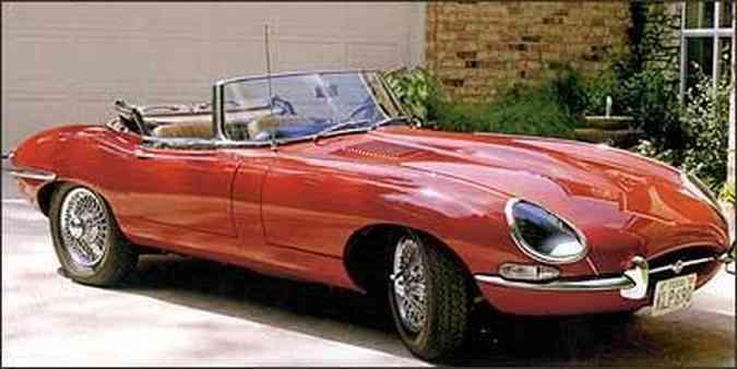 As bem desenhadas linhas do roadster inglês renderam lugar entre os poucos carros que fazem parte do acervo do Museu de Arte Moderna de Nova York(foto: Fotos: Pat & Rays Studio/Monterey Jet Center/Divulgação)