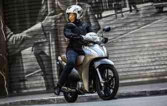 Prata e cinza são as cores novidades para a Biz. Foto: Honda / Divulgação