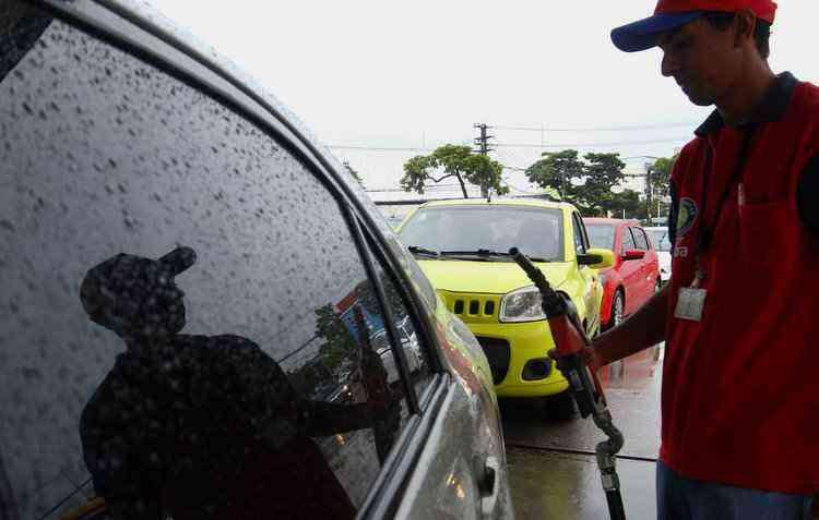 Projeto a favor da extinção de veículos movidos a diesel ou gasolina