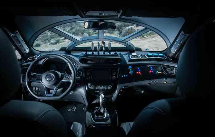 Interior do Rogue Star Wars chama a atenção pela semelhança com o cockpit da nave Millennium Falcon. Foto: Nissan / Divulgação -
