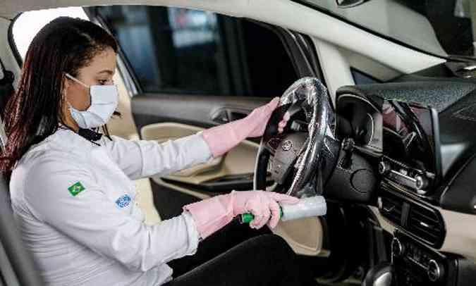 A desinfecção é feita com desinfetante hospitalar com baixas toxicidade e corrosividade(foto: Ford/Divulgação)
