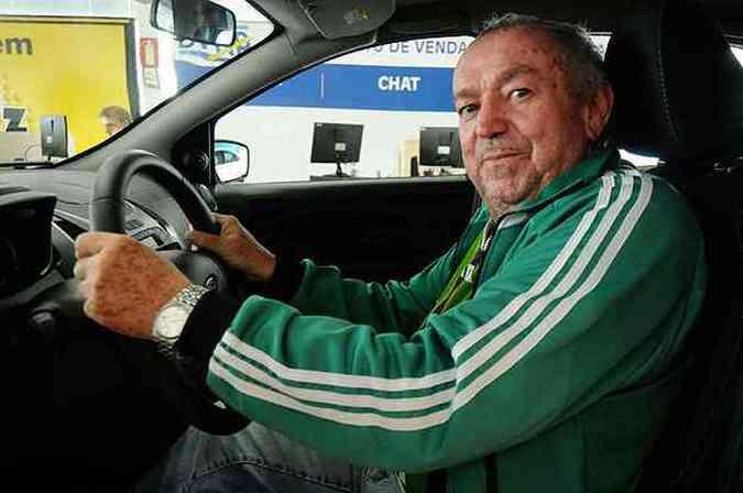 Controle de estabilidade e tração fizeram o motorista aposentado Vicente Oliveira Araújo optar pelo Ford Ka, na Forlan Pampulha(foto: Cristina Horta/EM/D.A Press)