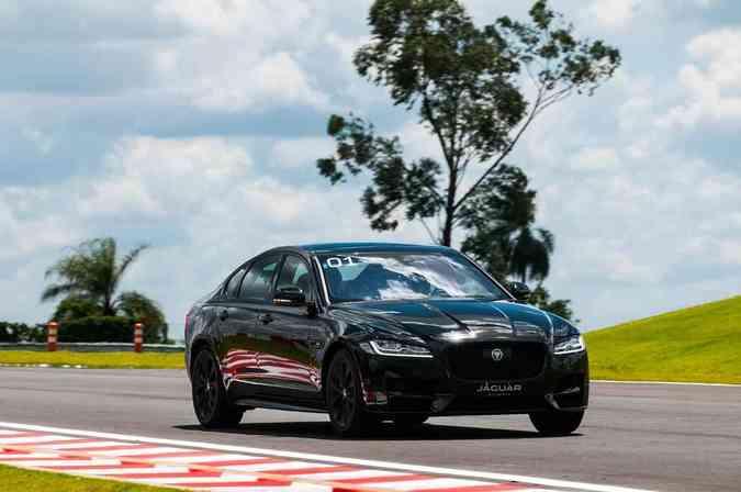 Jaguar XF 2016 (Lançamento)Duda Bairros e Fernanda Freixosa/Jaguar/Divulgação