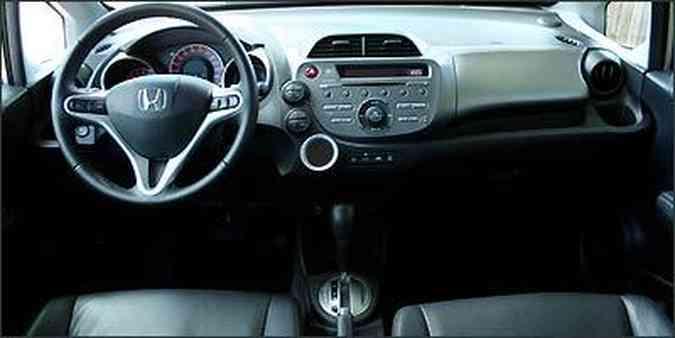 Comandos de som de controle automático de velocidade no volante