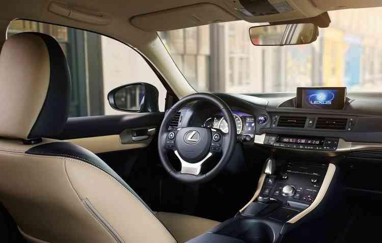 Sistema de multimídia com tela de LED de 10,3%u201D também é disponível para a versão CT 200h ECO - Lexus / Divulgação