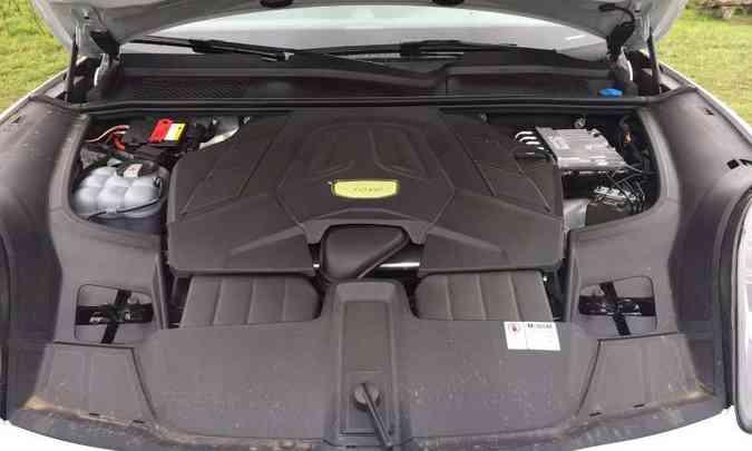 O motor V6 3.0 litros entrega muito torque e potência, garantindo desempenho esportivo(foto: Enio Greco/EM/D.A Press)