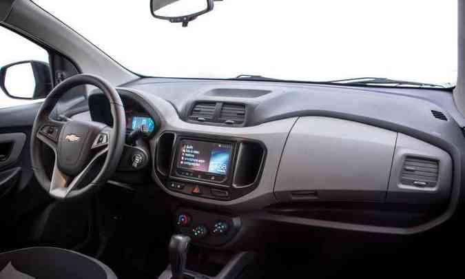 Por dentro, nova versão traz computador de bordo, transmissão automática e piloto automático(foto: General Motors/Divulgação)