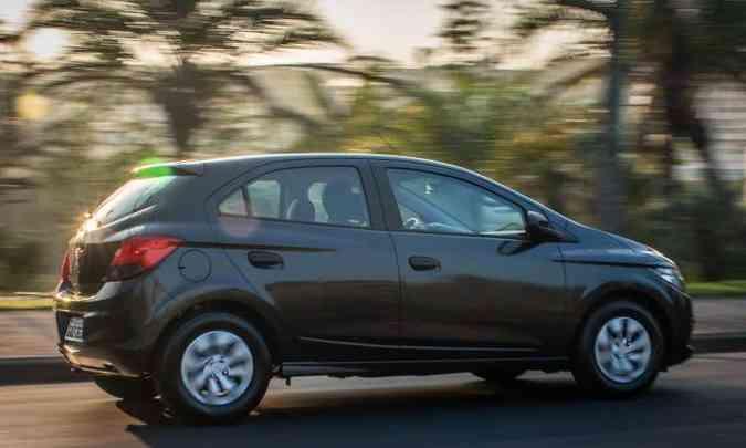 Novas calotas e adesivo em preto fosco na coluna B(foto: Chevrolet/Divulgação)
