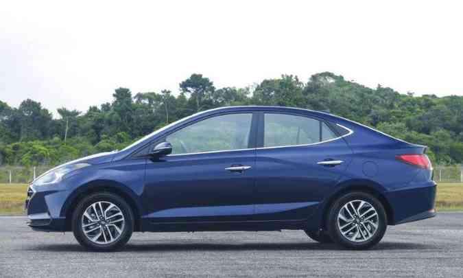 O novo Hyundai HB20S tem a silhueta mais esguia, com descaída do teto emendando com a traseira(foto: Hyundai/Divulgação)