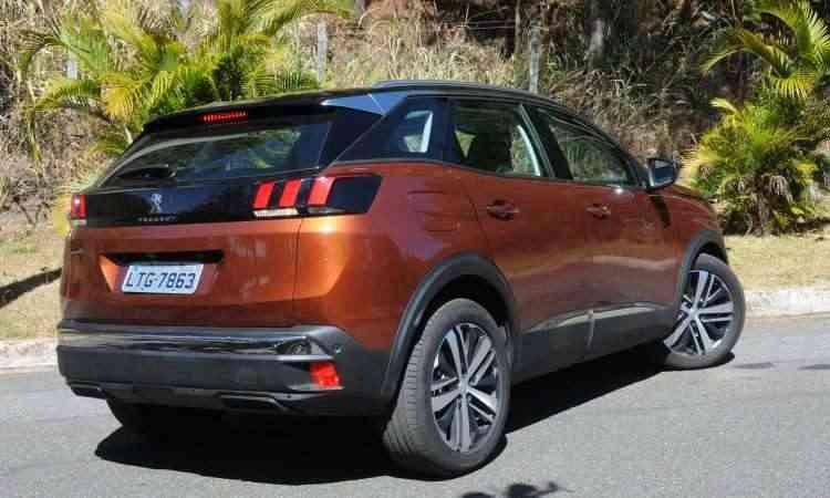 Com formas robustas, o SUV vem equipado com rodas de liga leve de 19 polegadas e defletor de ar traseiro - Paulo Filgueiras/EM/D.A Press