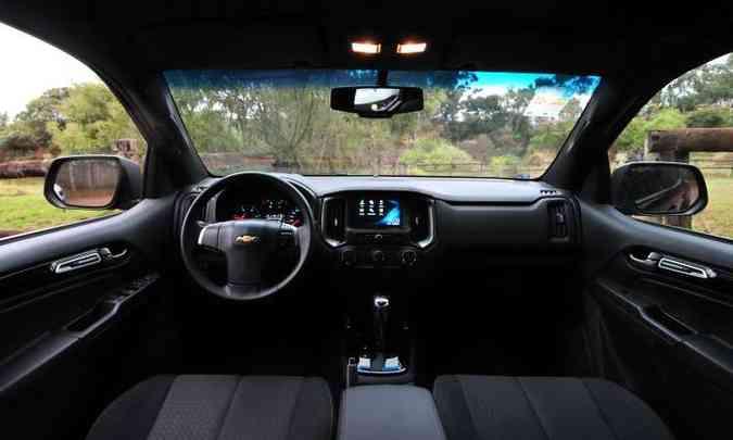 Interior tem acabamento de qualidade, mas falta câmera de ré e comandos de som no volante(foto: Gladyston Rodrigues/EM/D.A Press)