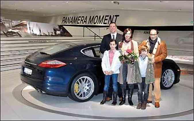 A família Rosenberg de Stuttgart recebeu um prêmio especial: um final de semana com um Porsche Panamera