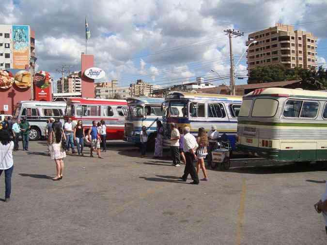 Ônibus antigos despertam paixão coletiva em evento em ItaúnaBruno Freitas/EM/D.A Press
