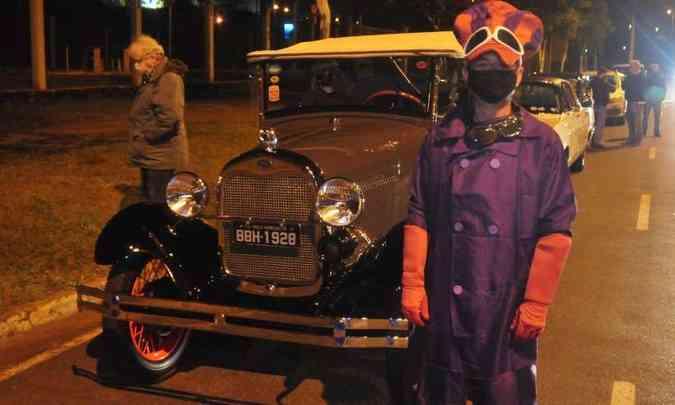 Caracterizado, o comerciante José Rosas foi ao evento com seu Ford Phaeton, de 1928(foto: Túlio Santos/EM/D.A Press)